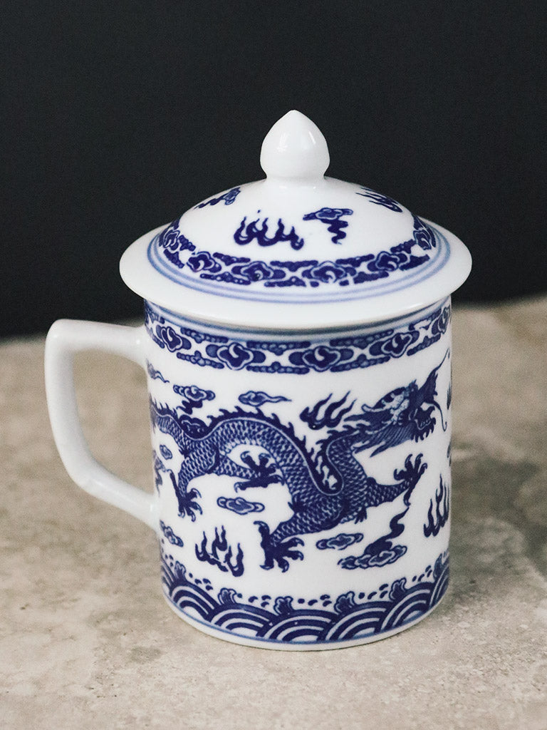 Porcelain Mug with Lid in Blue and White Dragon Design