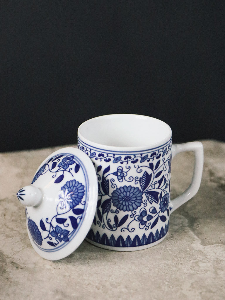 Porcelain Mug with Lid in Blue and White Floral