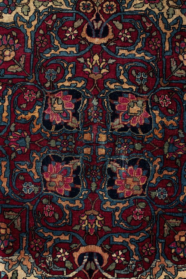 ACACIA Antique Persian Isfahan - close up middle