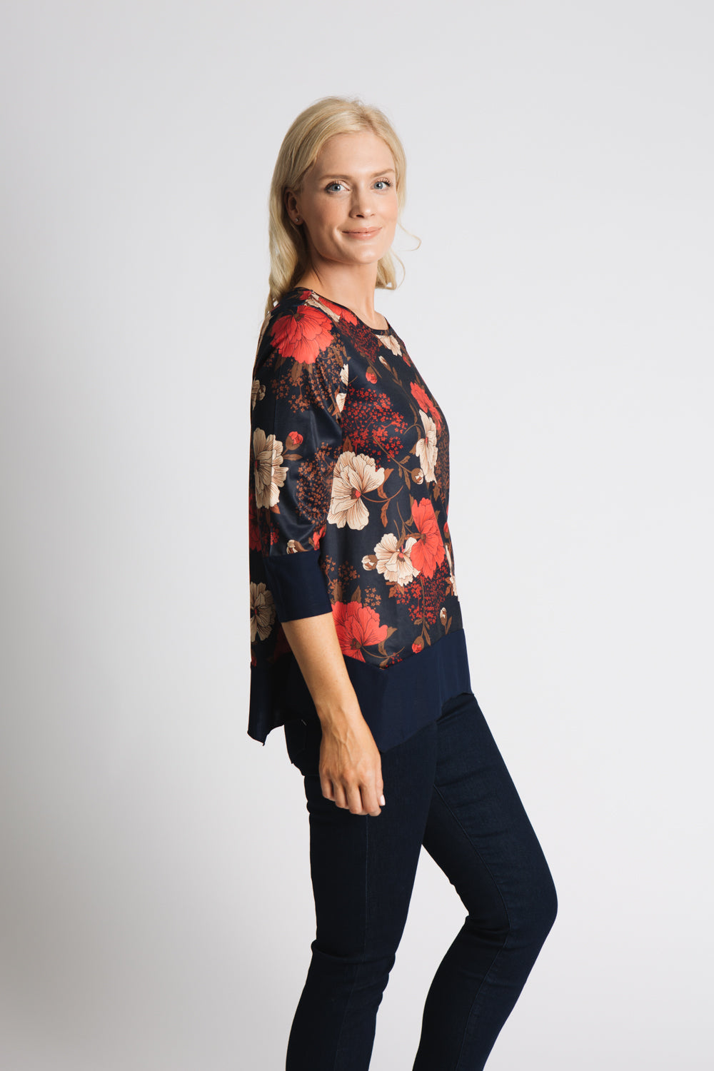 LARGE FLOWER PRINT TOP WITH HANKY HEM