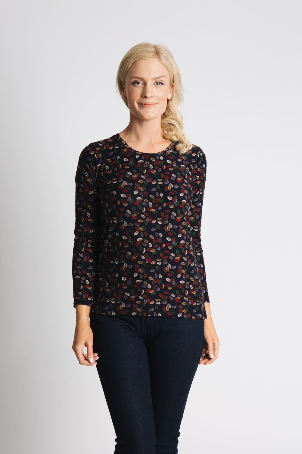 ROUND NECK LONG SLEEVE TOP IN SUPER SOFT JERSEY WITH LEAF PRINT