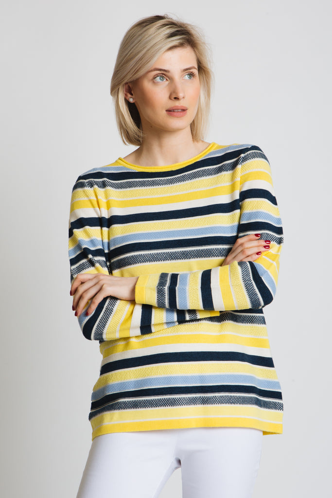 Wonderful mix of colours and textured to create this lovely summer sweater. Round neck, long sleeve, classic fit