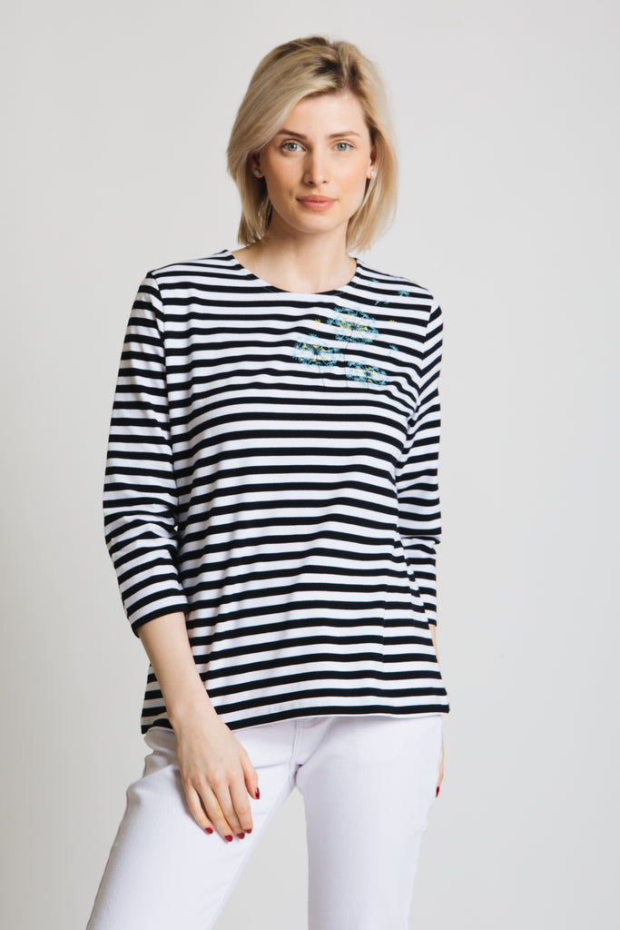 Stripe jersey top with Dandelion embroidery motif. Round neck 3/4 sleeve, classic fit