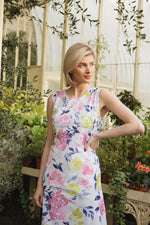 Round neck, sleeveless large floral print shift dress.