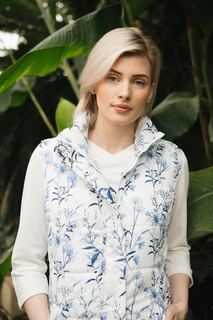 Horizontal quilted gilet with our exclusive blue botanical print.