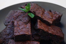 Load image into Gallery viewer, GLUTEN-FREE CHOCOLATE BROWNIES