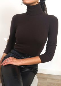 CASHMERE CHOCOLATE TURTLENECK SWEATER