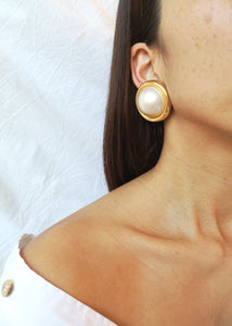Timeless Vintage Pearly Rond Earrings
