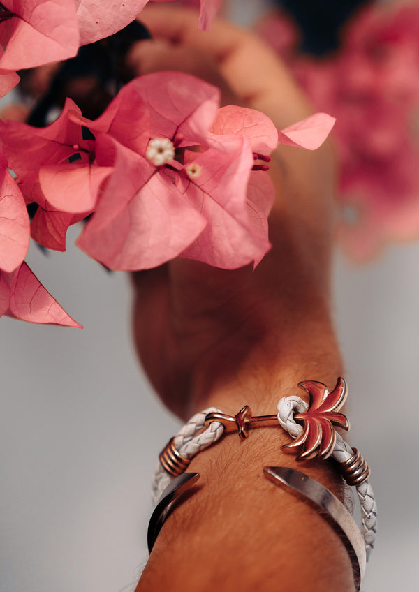 Paradise Rose - Palm anchor bracelet with white leather. Flower photo.