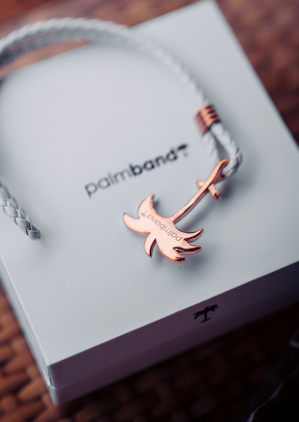 Paradise Rose - Palm anchor bracelet with white leather. With box.