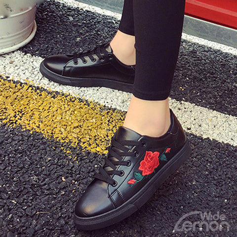Black Sneakers With Embroidery Flower