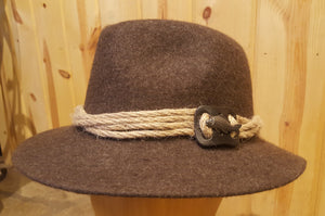 Urige Anglerhut (Traditional Fisherman's hat with Pewter Fish Adornment)