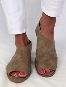 SUMMER SIDE SLIT OPEN TOE BOOTIE IN COGNAC