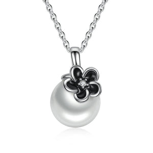 Black Flower & Clean Pearl Necklace