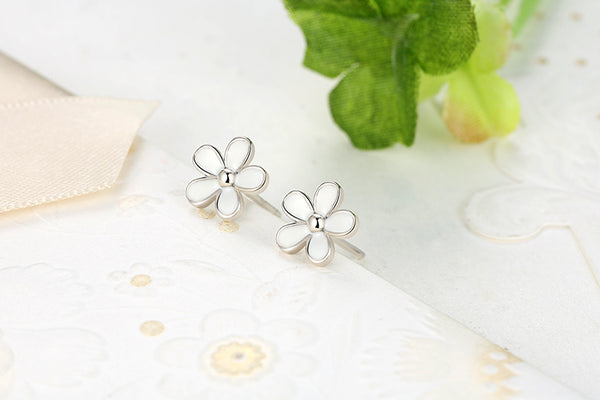White Daisy Stud Earrings