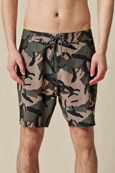 Short Globe - Every Swell Boardshort in Olive Camo