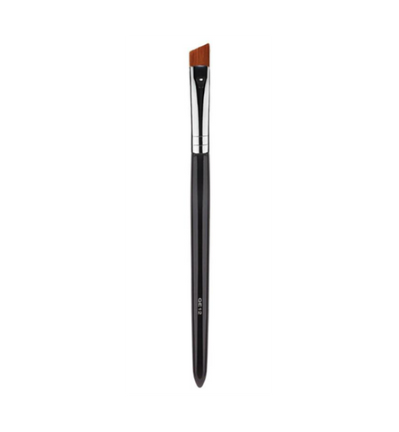 This synthetic QE12 angled brush is the ideal tool for lining the eyes to create the perfect cat eye look or for defining brows with liquid or cream products. This brush can also be used to create sharp, clean lines when used with cream concealer.