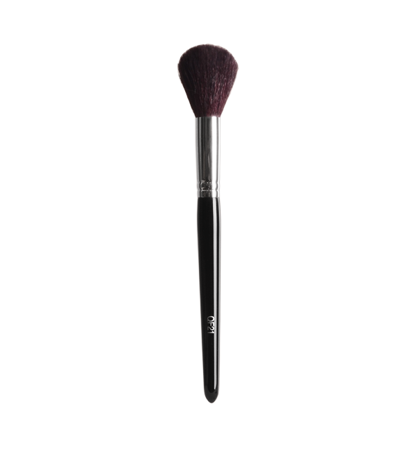 Softly accentuate and add color to the cheek and cheekbone area with this tapered QF21 blush brush.