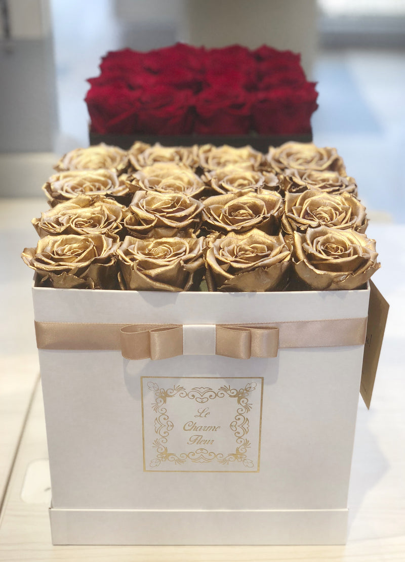16 Everlasting Roses In a Small Square Box