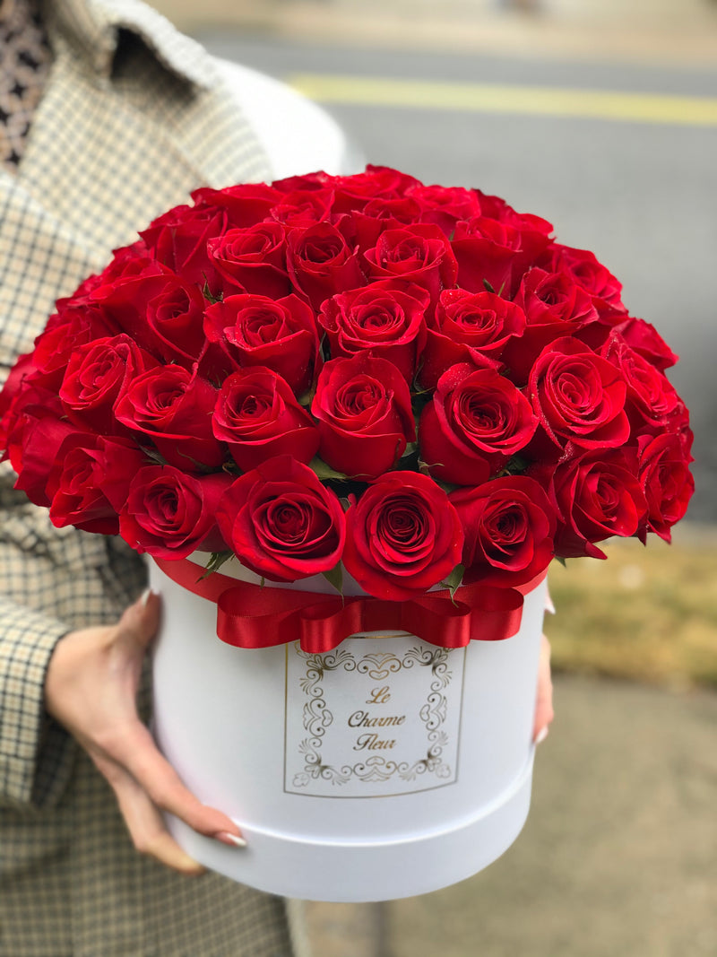 3D Round Box 53-57 Fresh Cut Roses