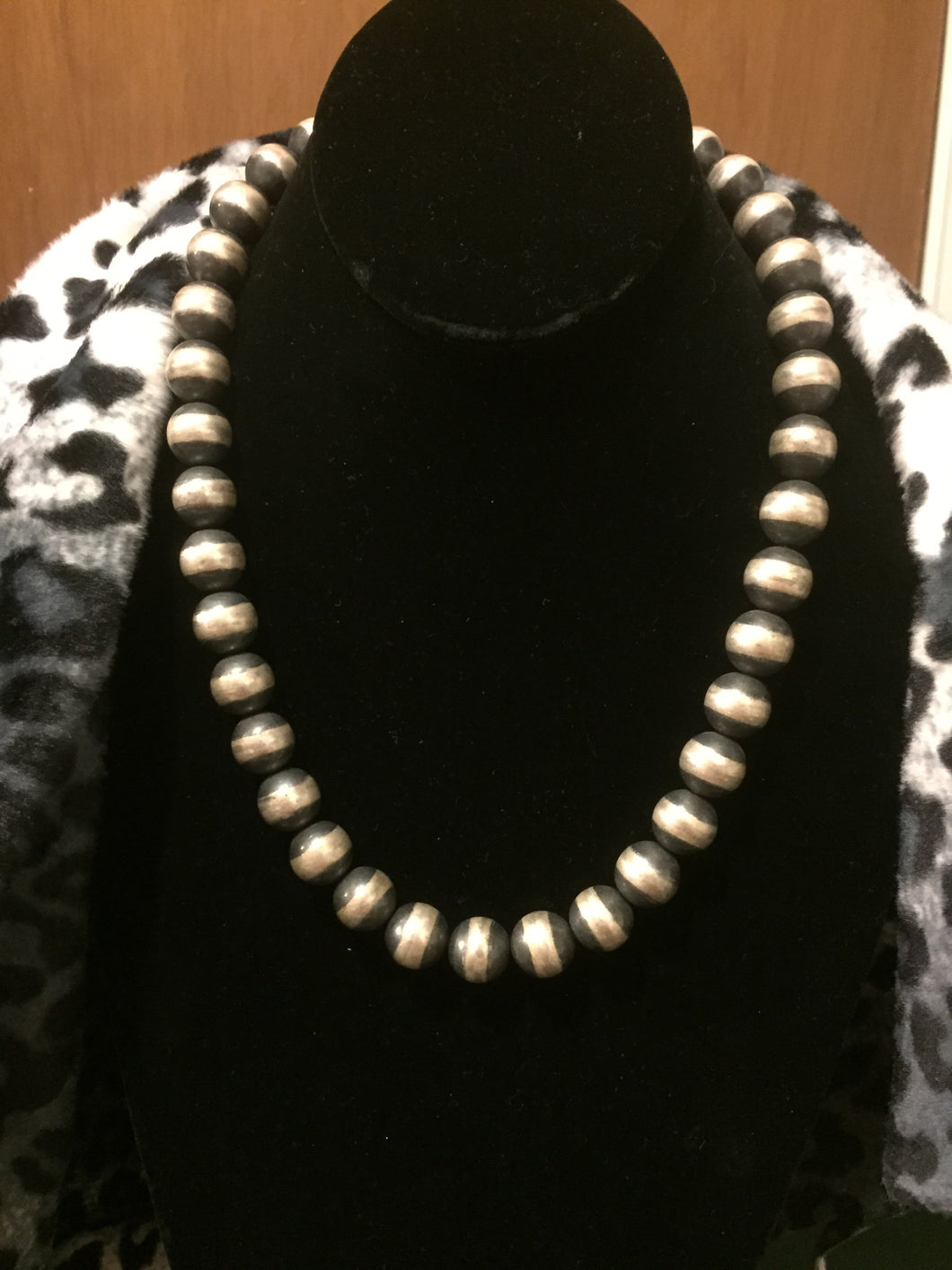 18 in Navajo Pearls 10mm