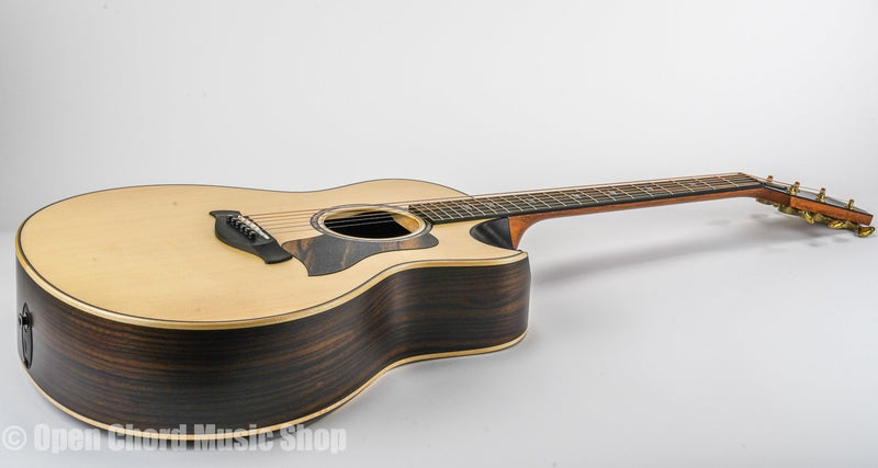 Taylor 816ce Builder's Edition Acoustic Guitar Shapes: Grand Symphony Top Woods: Lutz Spruce Body Woods: Indian Rosewood Electronics: Expression System® 2 Bracing: V-Class Bracing