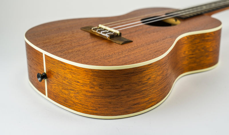 KALA SATIN MAHOGANY BARITONE - KA-B  The Satin Mahogany line is Kala's flagship collection and has become an industry standard. The traditional design is highlighted with a satin finish and cream binding. Built and designed to stand the test of time.