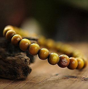 Simple Red or Green Sandalwood 8mm Carved Buddha Bead Bracelet Y02