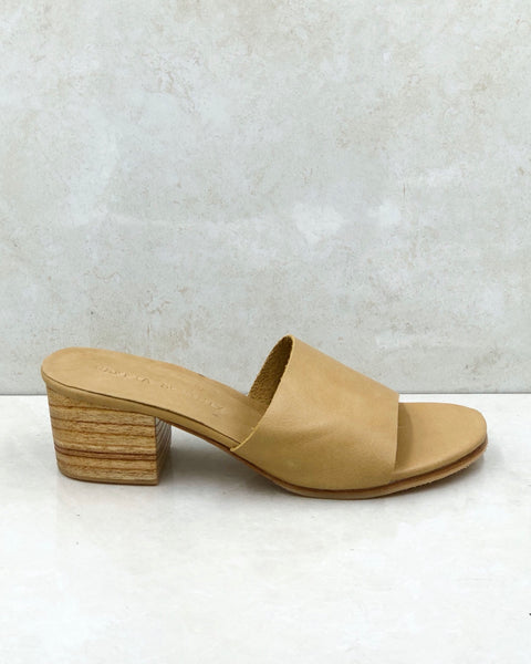 The AMELIE heel in Soft Tan
