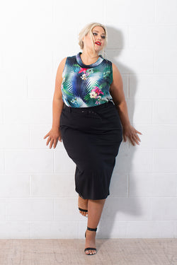 CAMILA SLEEVELESS TOP FOR CURVY WOMEN