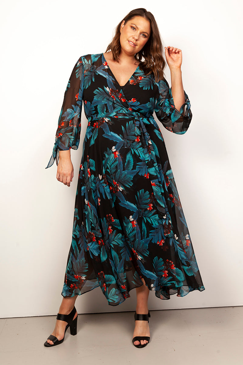 CURVY FASHION - LOLA PRINTED WRAP DRESS
