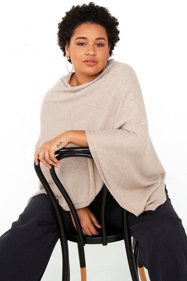 PLUS-SIZE FASHION - GHITA PONCHO