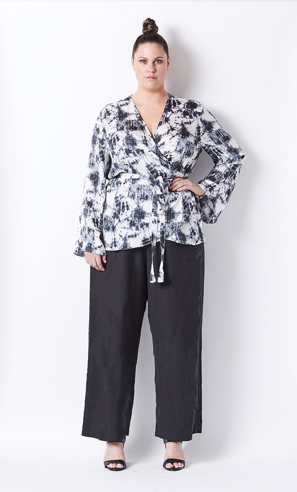 PLUS-SIZE FASHION - FRANKIE PRINTED WRAP TOP