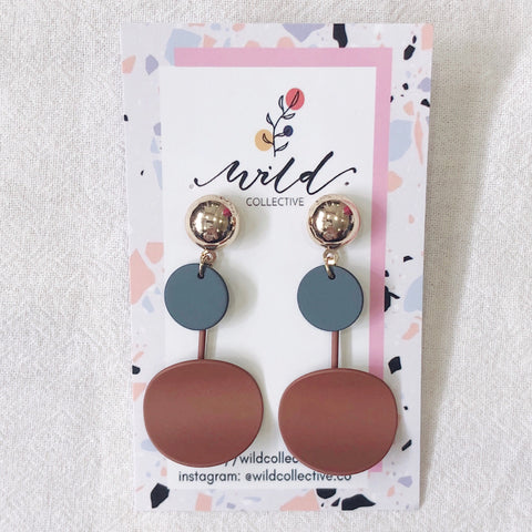 Everly Dangle Earrings (Brown)