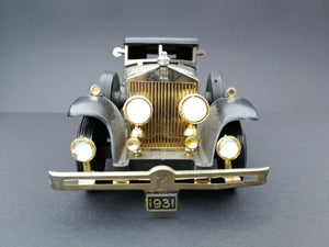 Vintage 1931 Rolls Royce Phantom II  Colour: Silver Shadow. View from the front.