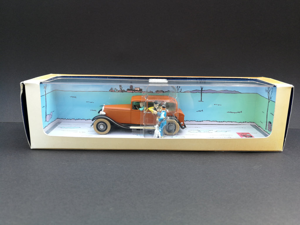 Wang Chen- Yee's Car ,Le Lotus Blue, Characters:Mr Wang, TinTin and Snowy, 1946 page 30 in box front view