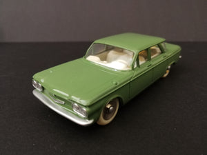 Dinky Toys 552 Chevrolet Corvair, green, 45degree view.