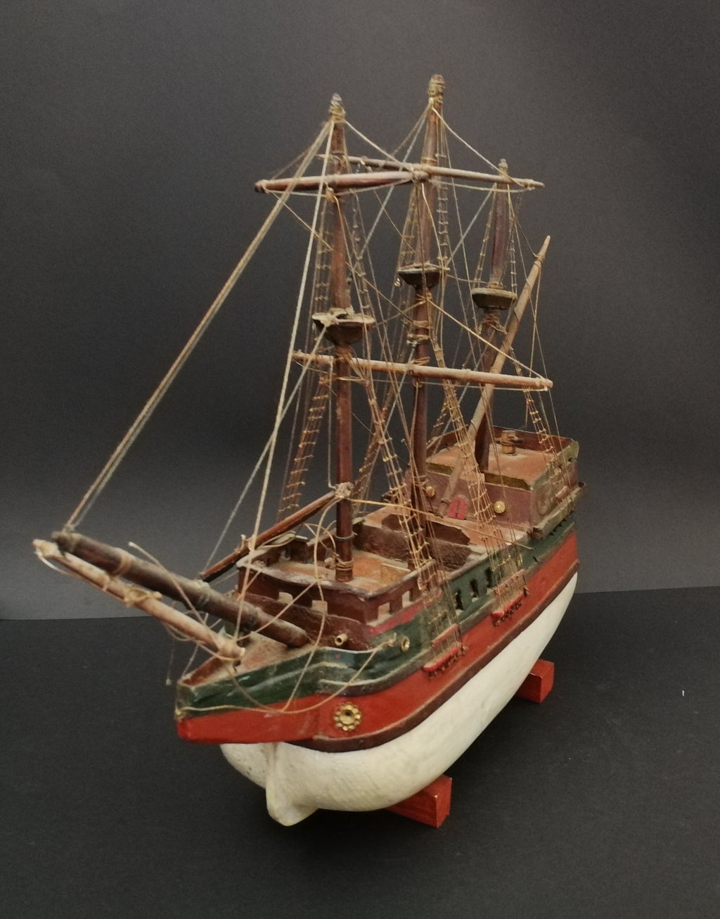 A1050 - Antique model boat