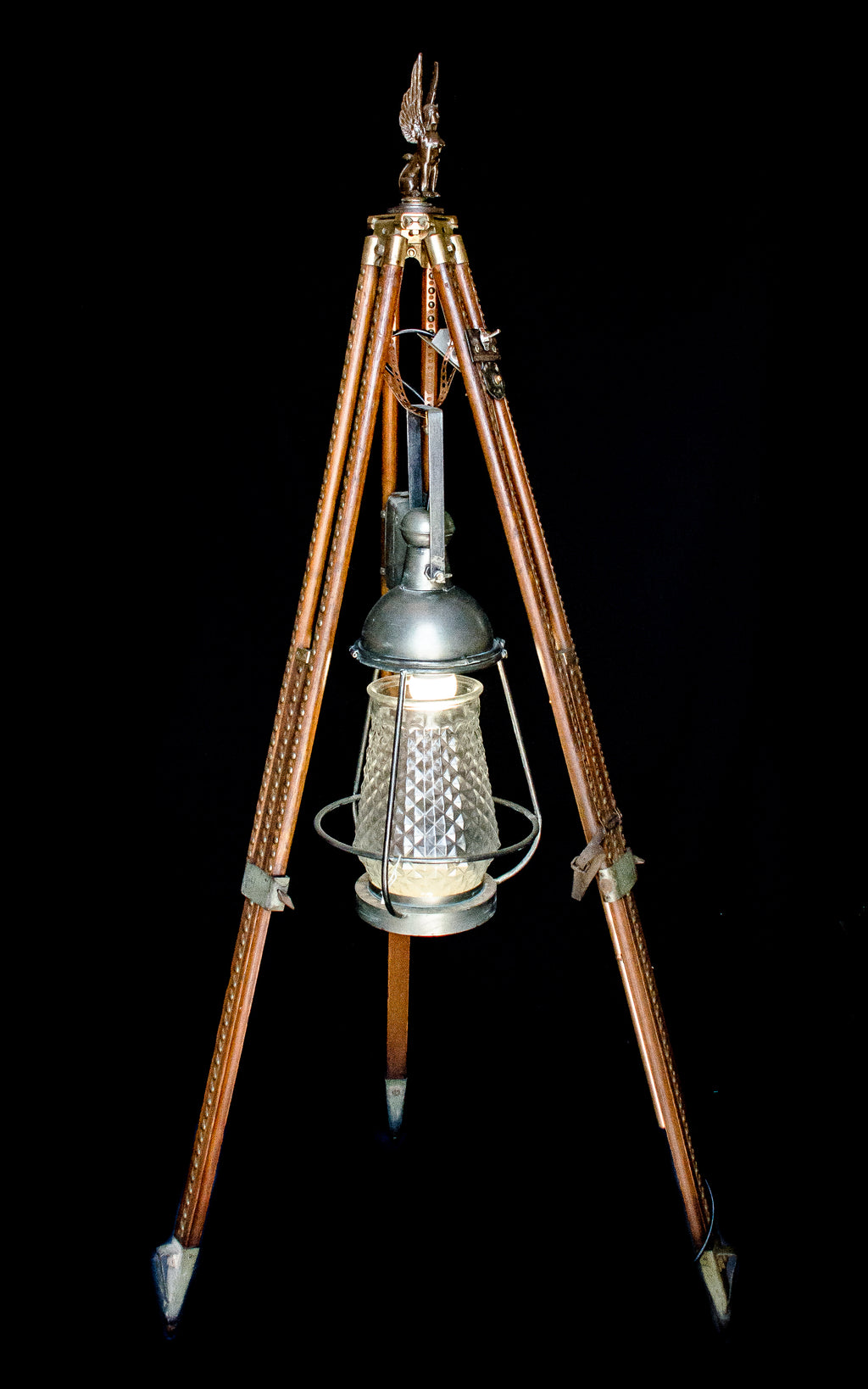 Sphinx 1 tripod light front view