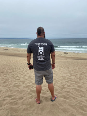 """THIGHBRUSH® """"BEST SEAT IN THE HOUSE"""" MEN'S T-SHIRT"""