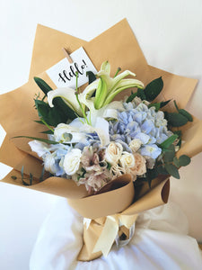 Fleuriste bouquet flowers pink lady mother lily pink hydrangea cream roses kraft paper blue