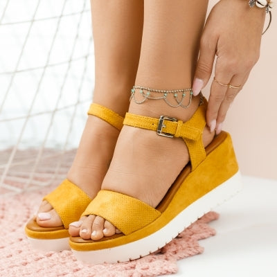 Дамски сандали на платформа - LIZZA-YELLOW