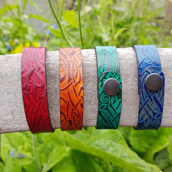 Leather wristbands zoomorphic celtic knot