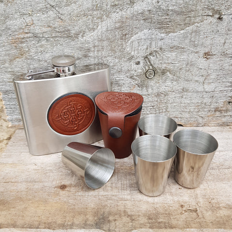 Leather case with 4 stainless steel dram glasses and matching hip flask