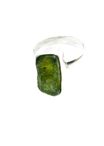 Rough uncut tourmaline in green and sterling silver ring - Size R