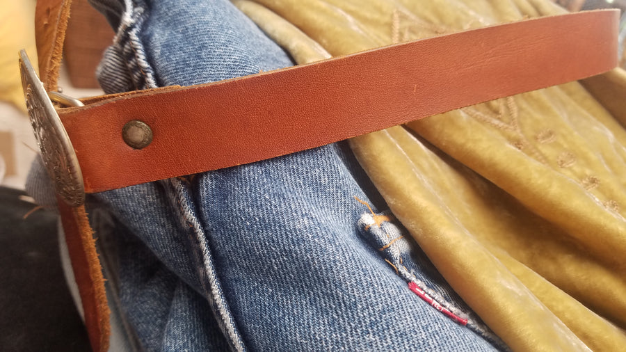 Vintage tan leather belt with buckle s/m