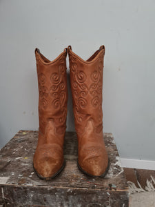 Vintage zodiac soft leather boots  size 8 but fots 7 7.5 better.