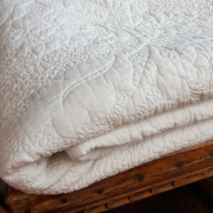 Embossed quilt duvet king single