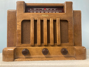 "1940 Addison ""Courthouse"" Tube Radio"