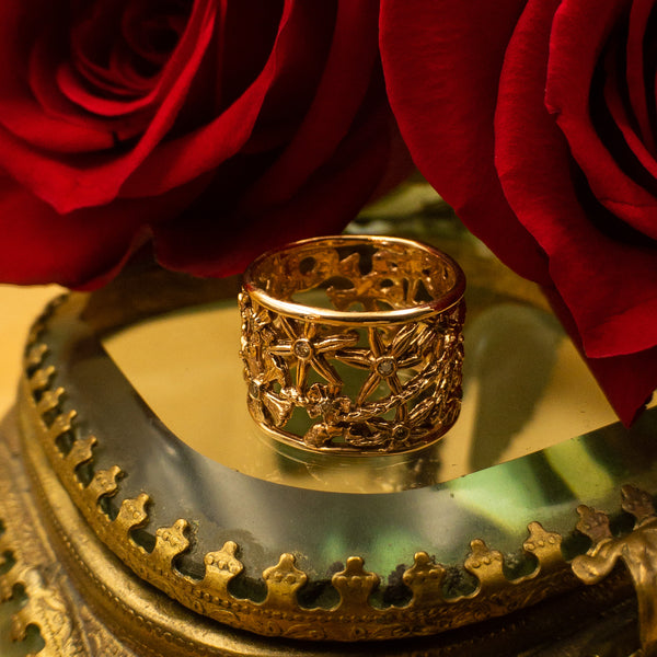 Alberian and Aulde - Alberian and Aulde jewelry - Alberian and Aulde gold band ring - Gold and Champagne Diamond Floral Ring Band - Beautiful Valentines Day Gold Ring - Best Valentines Day jewelry for her - Gallery of Jewels